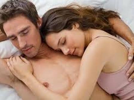 cec378e34f4e5 5 طرق لإغراء الزوج قبل البدء في ممارسة العلاقة الجنسية. يعدّ الإغراء الجنسي  هو الأقرب إلى قلب الرجل، وفنون إغراء الزوج جنسيًا متعددة وكثيرة للغاية.